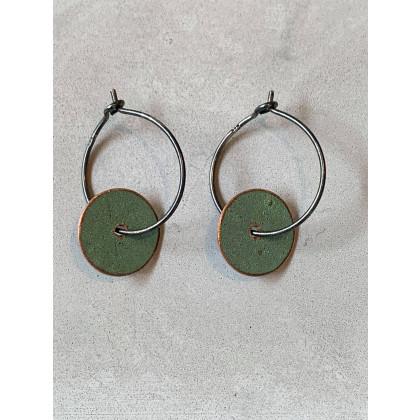 MY'ne ørering - lille rund med oxideret sølvhoops
